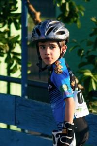 Nome: Rafael Lionese Idade: 8 anos Cidade Natal: São Paulo Especialidade: Velocista Últimos Títulos Importantes: Campeão Paulista, Campeão Brasileiro